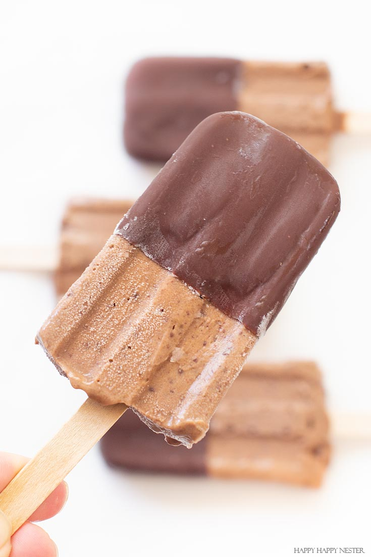 If you love the combination of bananas and chocolate then you'll especially enjoy these chocolate banana homemade popsicles. You'll love these yummy treats. #popsicles #recipes #summertreats #popsiclerecipes