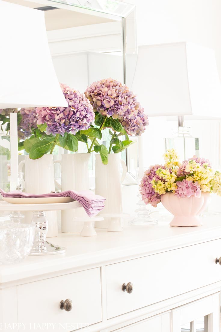 This Easy Summer Decorating Ideas post provides some easy inspirations that you can try at home. Peek into some of our homes and see the easy things we add.