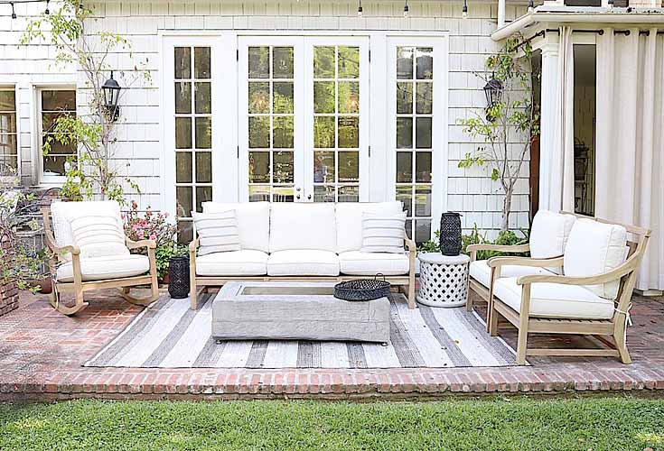 Simple DIY Backyard Ideas is full of seven outdoor living spaces. #livingspaces #outdoorpatios #diy