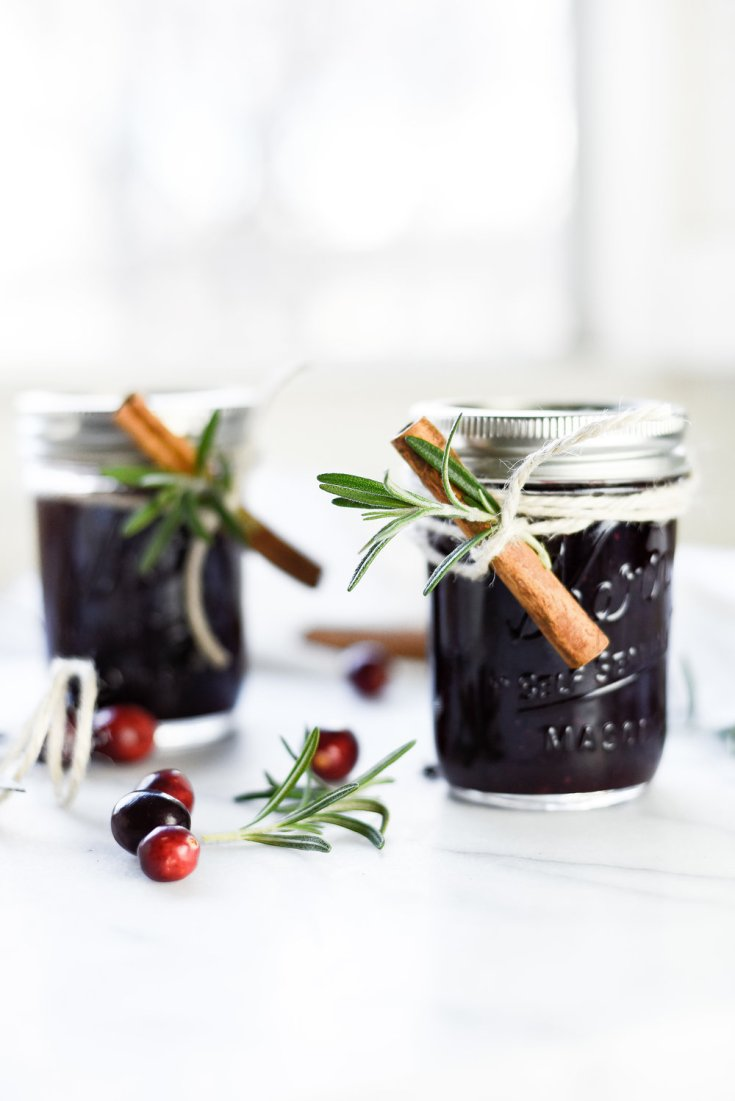 Have some extra fresh summer fruit? Need some of the best canning recipes? We have rounded up some yummy bbq sauce and some unique and gourmet jams. Homemade jams are the best! #jams #jamrecipe #canning #pepperjelly #bbqsauce