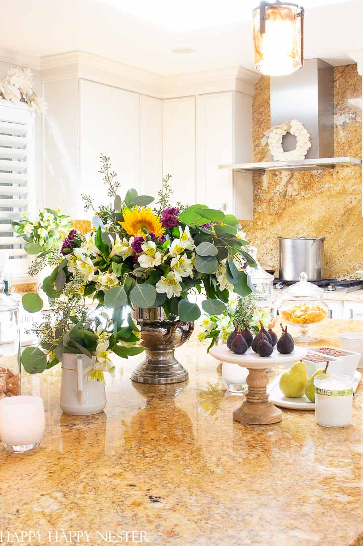 Here are some easy Fall Decorating Ideas for the Kitchen. Creating a fall kitchen instantly creates a cozy room. This post shares six things you can easily change in your kitchen to get it ready for Autumn. Once you get inspired your kitchen will be bursting with the look of fall. #fallkitchen #falldecorating #fallinspiration #autumnkitchens
