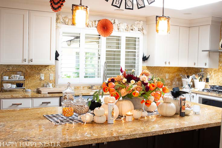 If you need some Ideas for Halloween Decorations, then this post shows 7 helpful tips. All these decorating ideas are easy and can quickly change your home.