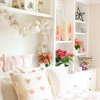 Easy Vintage Christmas Bedroom Decor