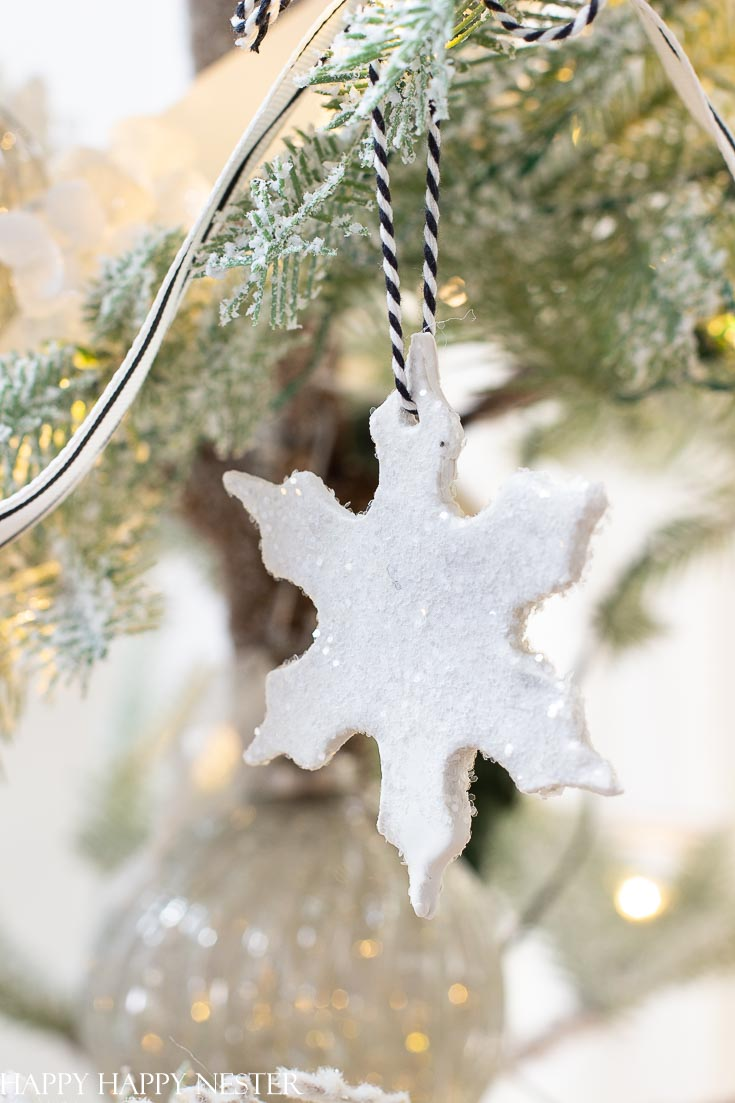 This is an Easy Christmas Ornament DIY. This clay ornament is pretty, and one container of clay makes a lot of ornaments. Make sure to add glitter for a bit of sparkle. #ornaments #crafts #Christmasdiy #clay