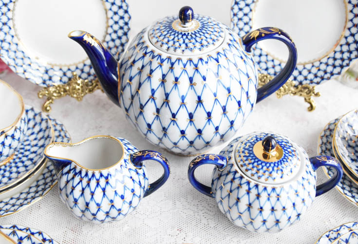 beautiful Russian lumonosov teapot