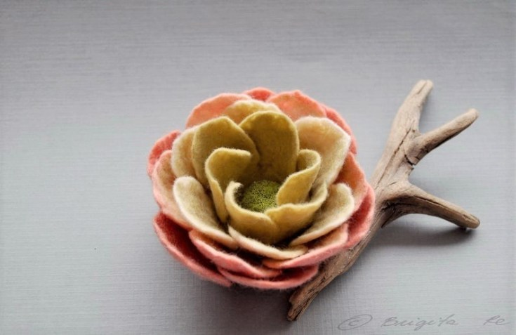 gorgeous felt flower brooch