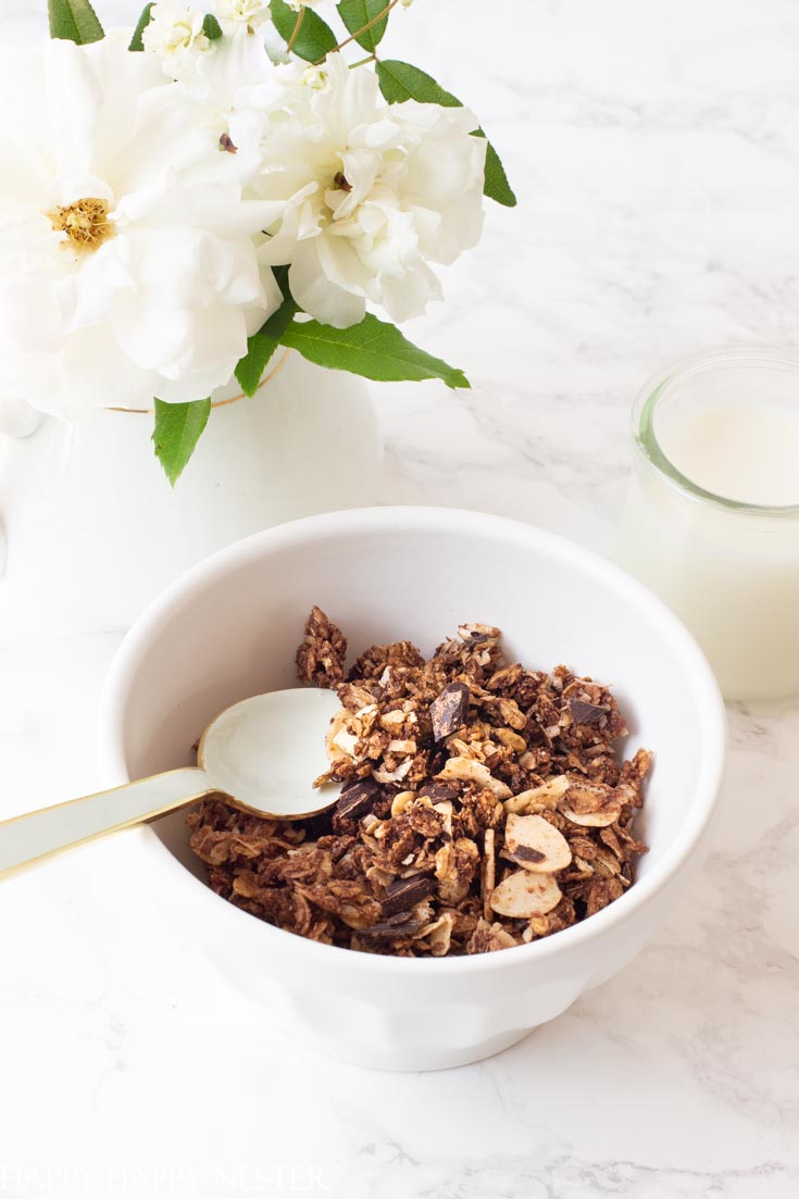 easy homemade granola recipe with chocolate