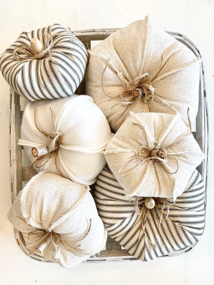 farmhouse pumpkins