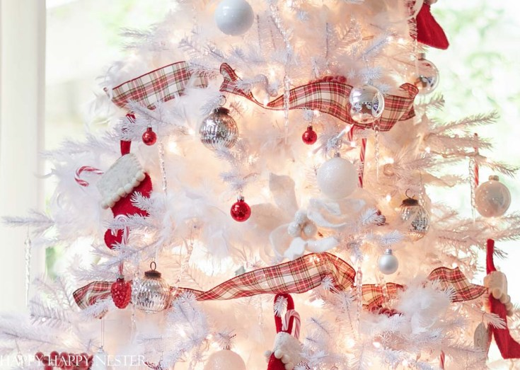 red and white Christmas tree tutorial