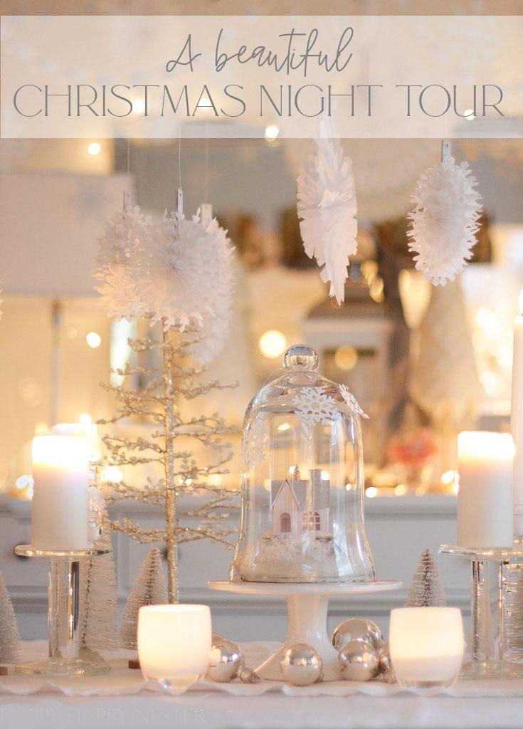 크리스마스 홈 투어 홈에 오신 것을 환영합니다.  아늑한 코티지의 야경은 촛불과 종이 눈송이의 겨울 원더 랜드입니다.