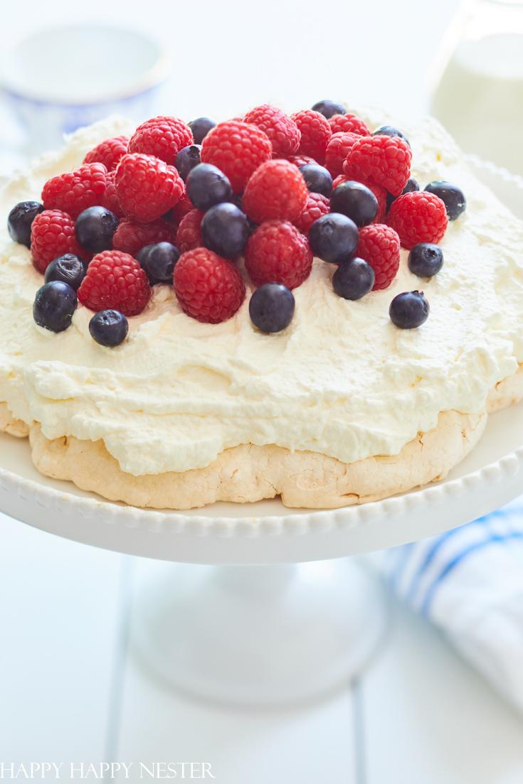 pavlova recipe with raspberries and blueberries