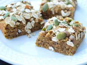 Immunity Boosting Breakfast Bars Recipe. These healthy breakfast bars are full of nutrients that are known to boost your immune system! Let food be your medicine and fight the sickness before it hits. They are gluten-free, vegan, and totally delicious!