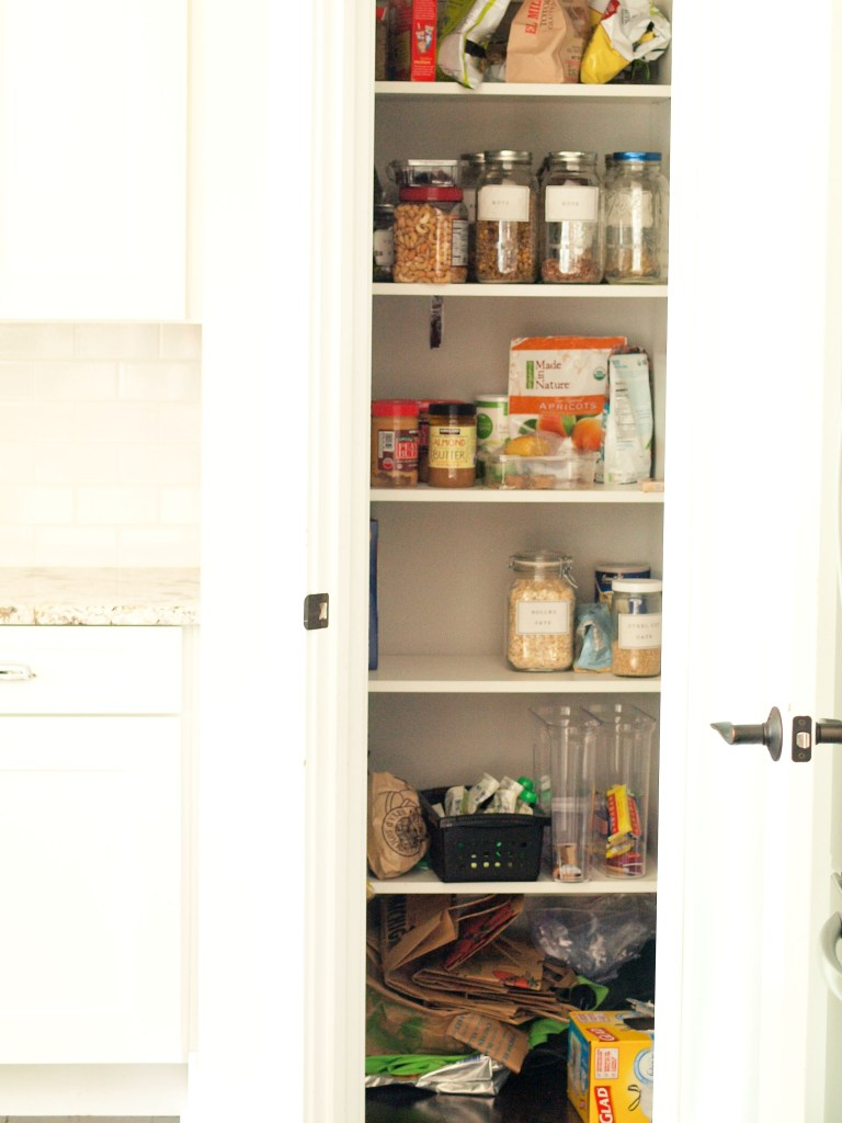 Declutter Challenge: declutter the pantry