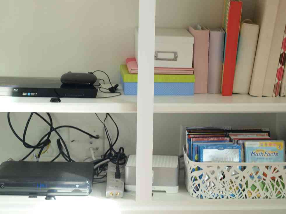 Declutter Challenge: Declutter your living space