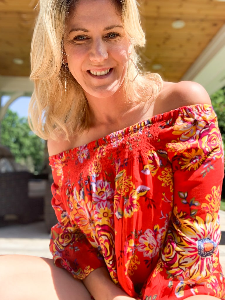 Stitch Fix Summer 2019 Beach Lunch LoungeLatoya Bell Sleeve Peasant Top up close