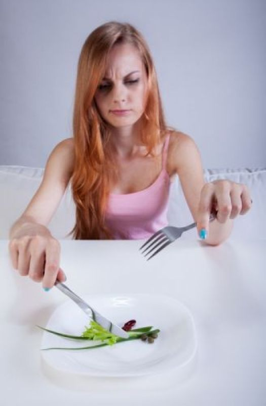 woman-annoyed-with-small-amount-of-food-on-plate