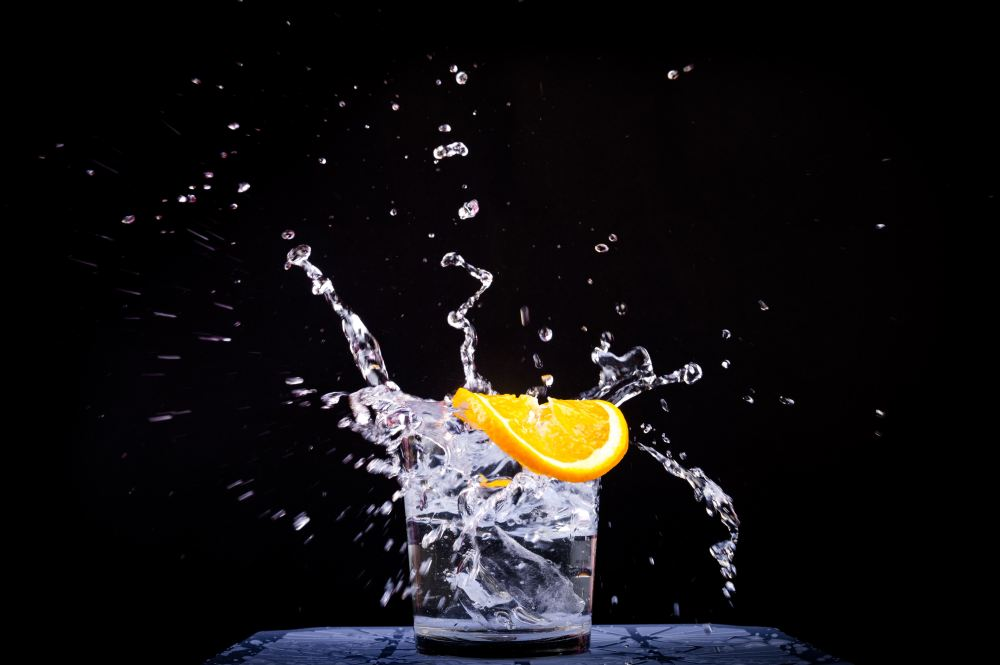 Glass of Water with an Orange Slice to Lose 20 Pounds