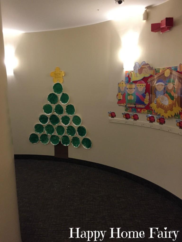 PRESCHOOL HALLWAY CHRISTMAS TREE - SO EASY!
