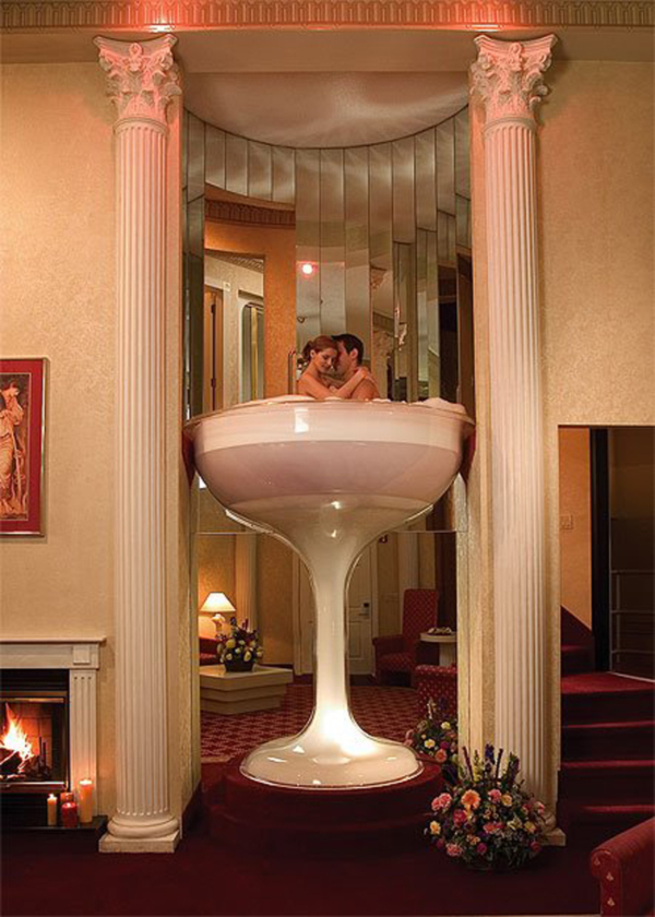 7-Foot-Champagne-Glass-Whirlpool-Bath-for-Two-