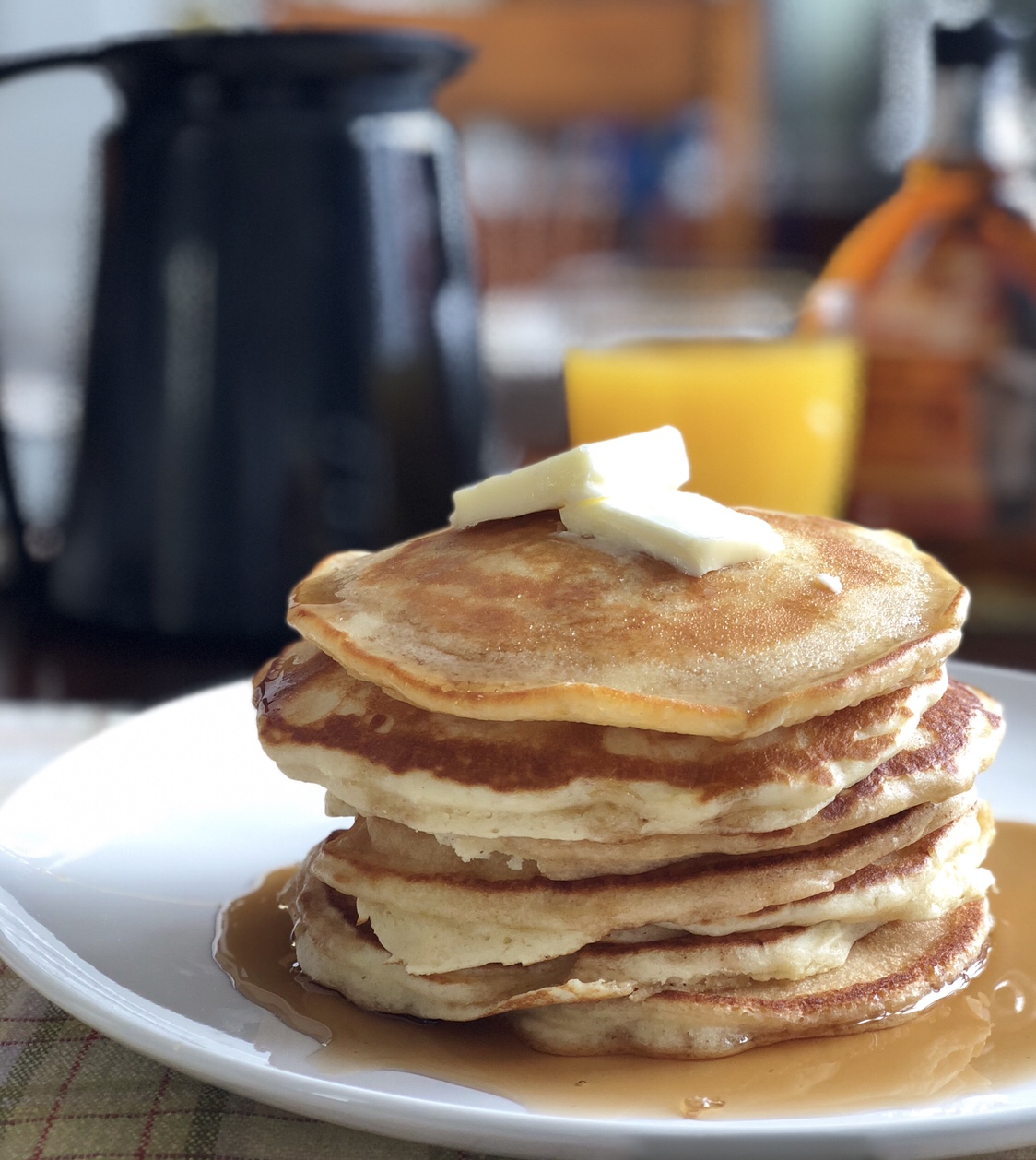 Light and Fluffy Pancakes by Happylifeblogspot.com #pancakes #fromscratchpancakes #breakfastrecipes #brunchrecipes #howtomakepancakes #fluffypancakes