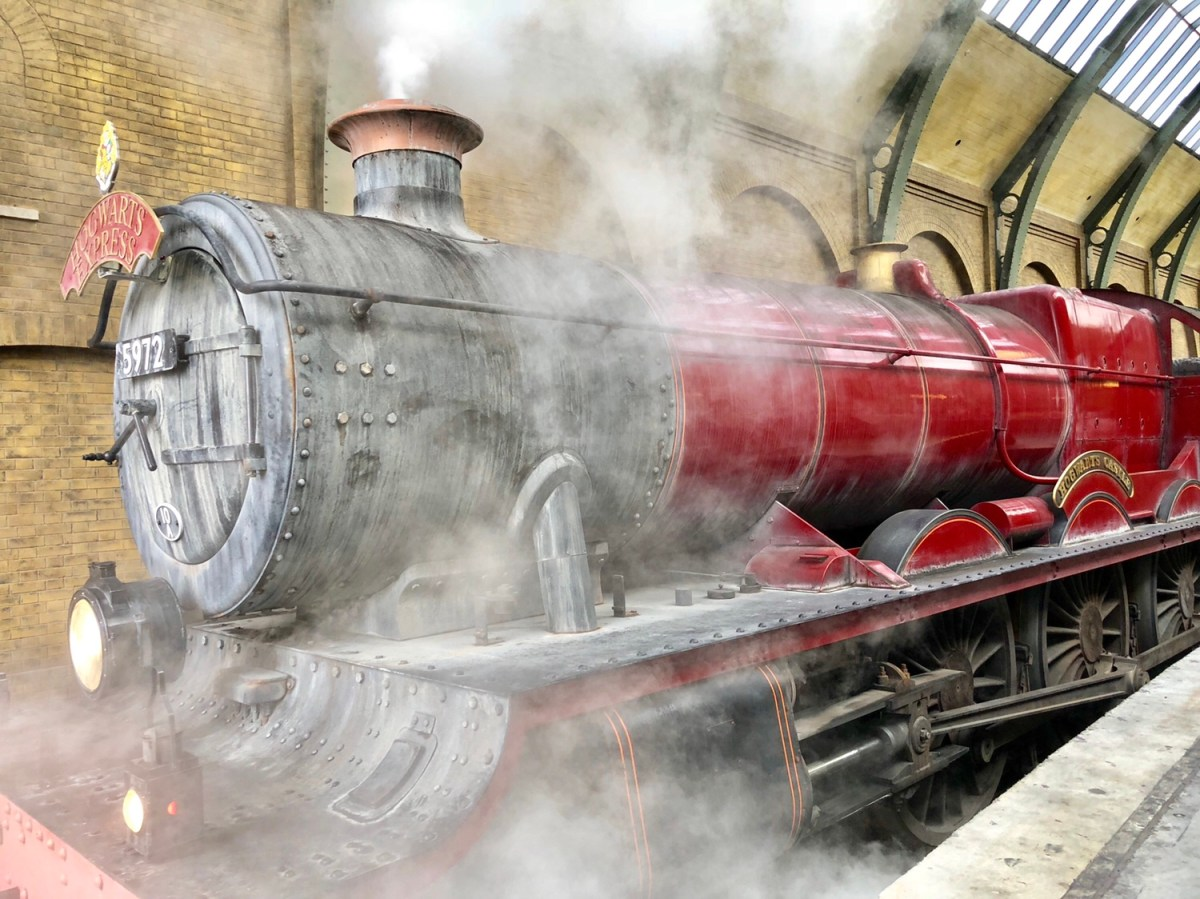 Hogwart's Express | The Wizarding World of Harry Potter #hogwartsexpress #harrypottertrainride #harrypotter #universalorlando #harrypotterrides