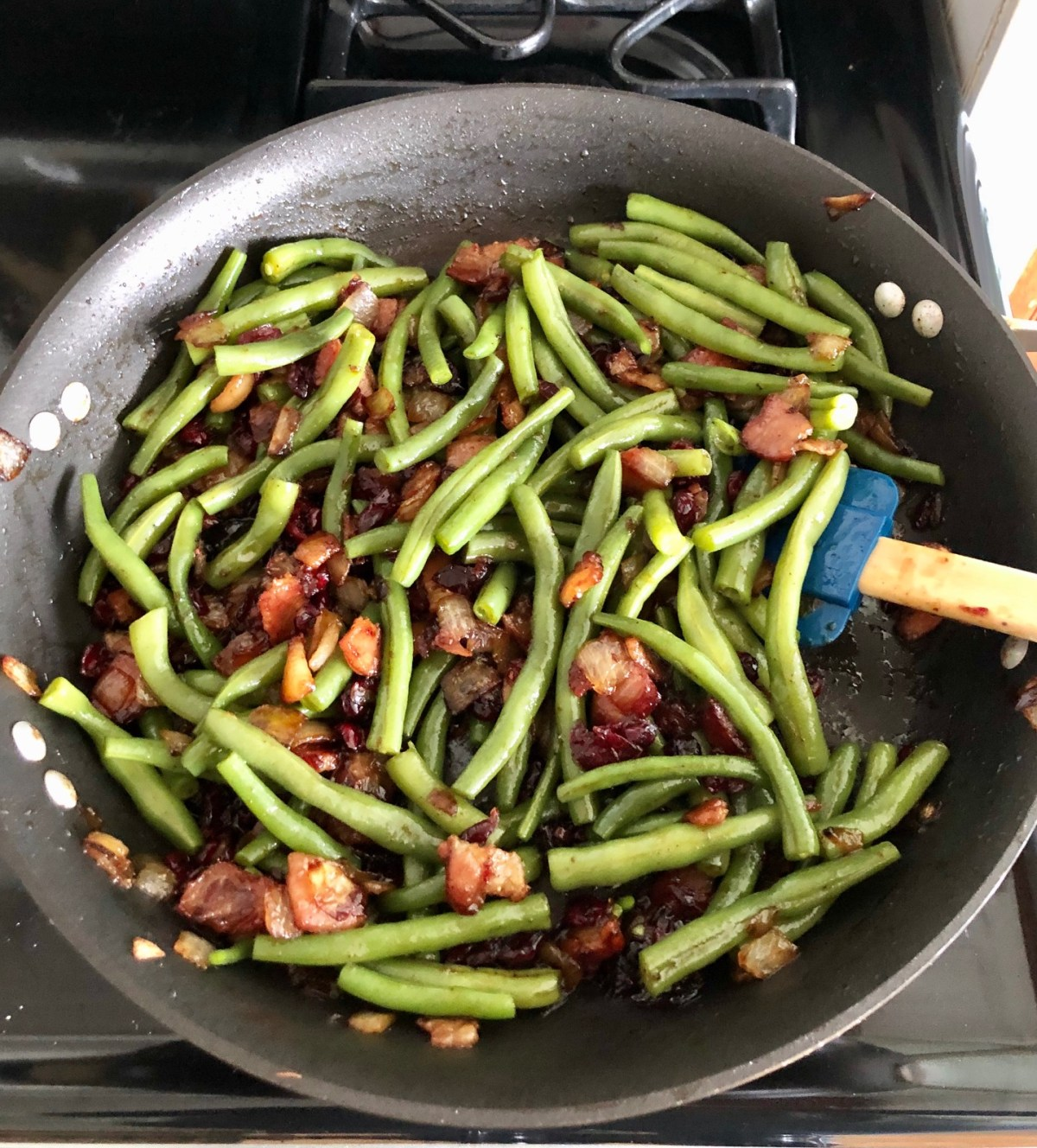Green beans are added to the mix in a large skillet. #tennesseeapplerecipes #greenbeans #glazedgreenbeans #holidaysidedish #vegetablesidedish