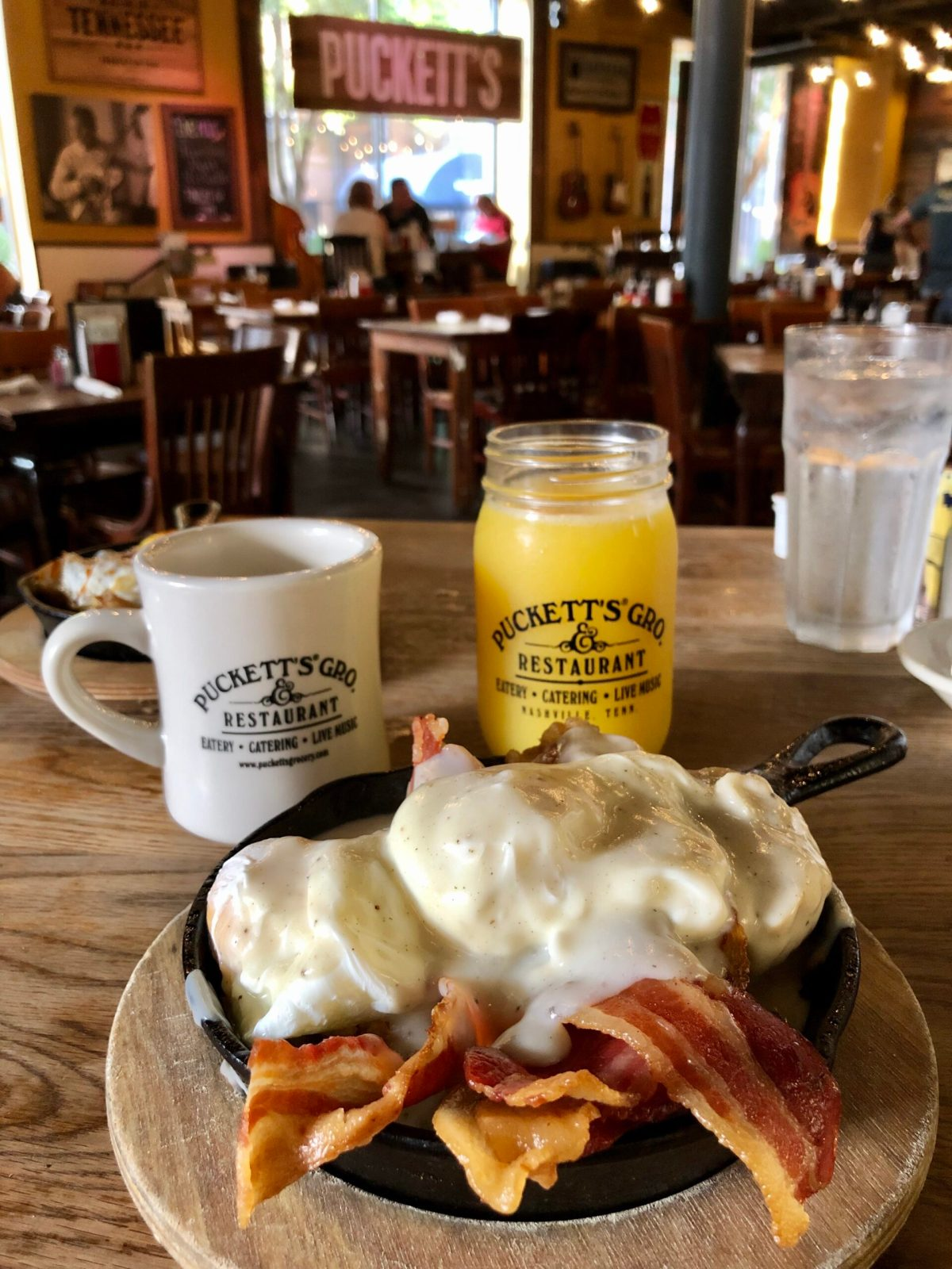 Puckett's Grocery & Restaurant | Nashville, TN #nashvillevacation #nashvillefood #bestbreakfastnashville #puckettsgrocery #puckettsgrocerynashville #breakfastplacesinnashville #nashvilletn