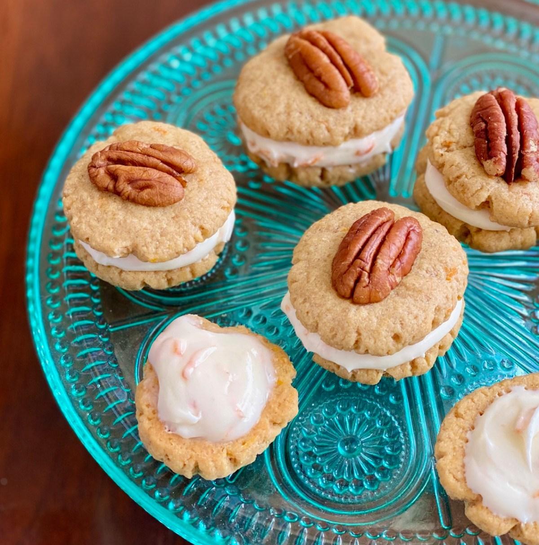 Carrot Cake Shortbread Cookies by Happylifeblogspot.com #carrotcake #carrotcakecookies #shortbread #carrotcakeshortbread #shortbreadcookies #easterrecipes #christmascookies #sanwichcookies