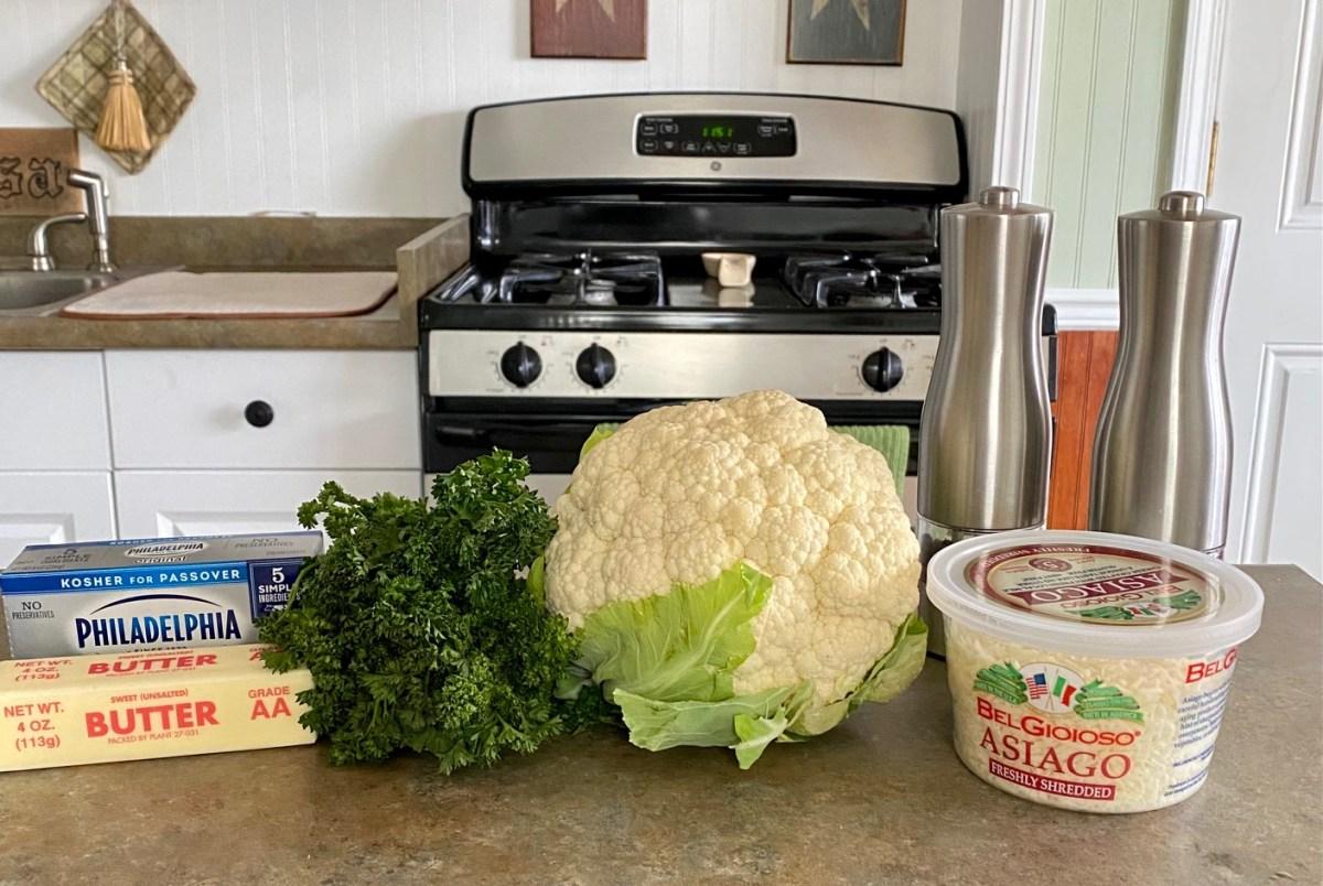 Asiago Mashed Cauliflower ingredients list #cauliflower #ketocauliflower #lowcarbsidedish #lowcarbdinnerideas #mashedcauliflower #asiagomashedcauliflower