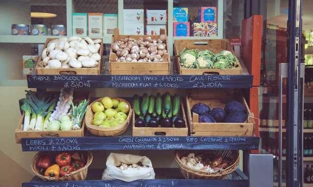 Jak nakupovat bez obalu? Tipy na obchody i nakupování z domova