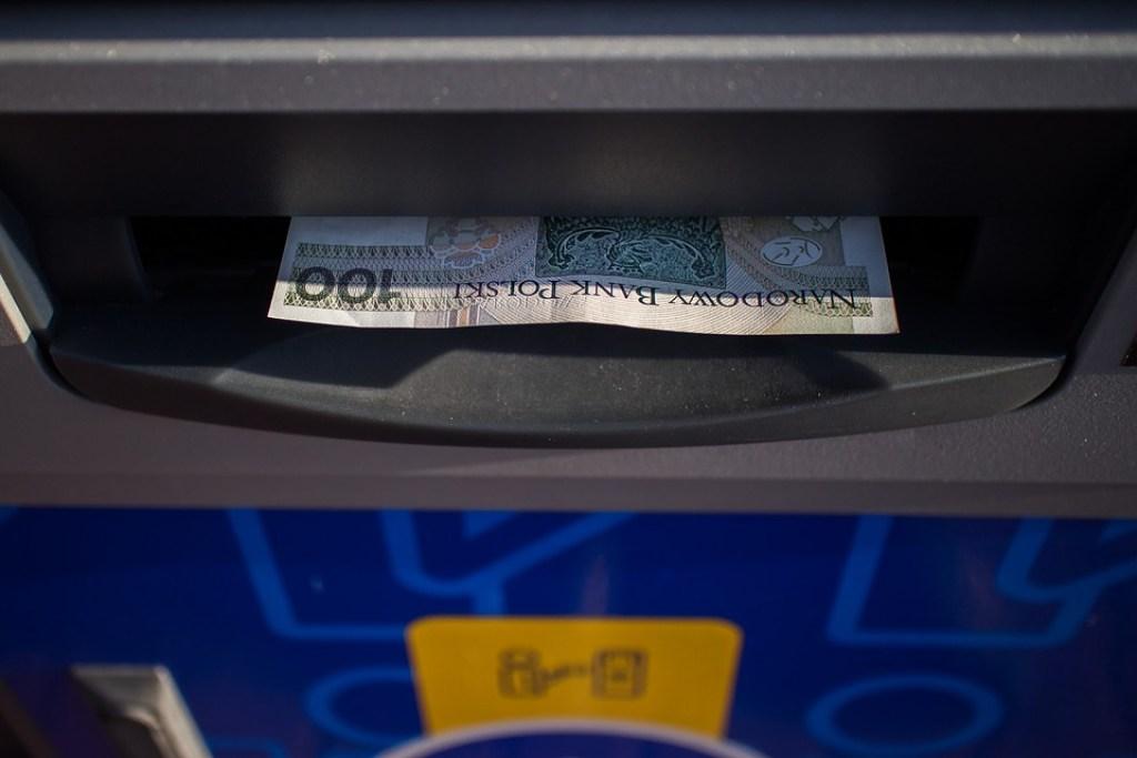 výběr z bankomatu v zhraničí