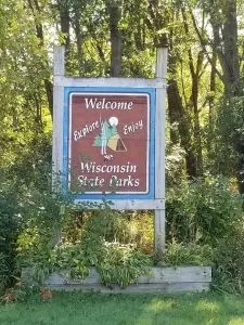 Top 10 Things To Do in Door County Wisconsin with Kids. Vist fun Door County Attractions like, Peninsula State Park, Beaches, Fish Boils at family friendly resturants. Take a road trip and visit fun towns like Sister Bay. Plan an Awesome Door County Family Vacation Today. #doorcounty, #familytravel, #Wisconsintravel, #traveltips