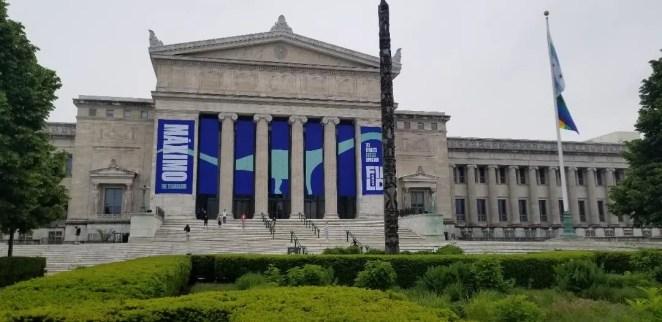 Chicago Field Museum with Kids. Things to do with family. Best exhibits to visit. Extra tips on where to park and eat. All you need to know for your next family trip to chicago Field Museum. #chicagoattraction, #traveltips, #familytravel