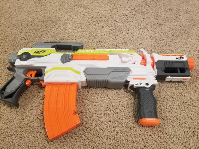Best Nerf Guns for Kids Ever. Get this complete buyer's guide and review from actually users. Find out what kids really like to play with and the pros and cons to each. An easy to read guide to all the best Nerf Guns. #nerf #nerfguns #boygifts #nerfwar