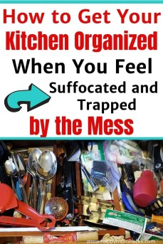 25 Clever Kitchen Organization Hacks to Destress your life. Make your kitchen a place you want to be with organized cabinets, pot and pans, Tupperware, pantry and more. Simple organization tips to make you love your kitchen again. #orgnaizationtips #kitchenorganization #kitchenhacks #pantryorganization