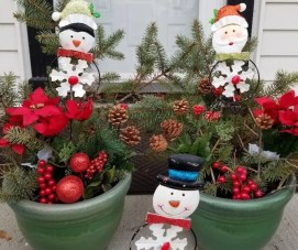 Cheap Outdoor Christmas Planters for Your front Porch with Dollar Tree Items. #dollartree #christmasdecor #outdoorchristmasdecor #outdoorchristmasplanters #christmaspots