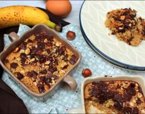 baked oatmeal à la banane au chocolat et aux noisettes