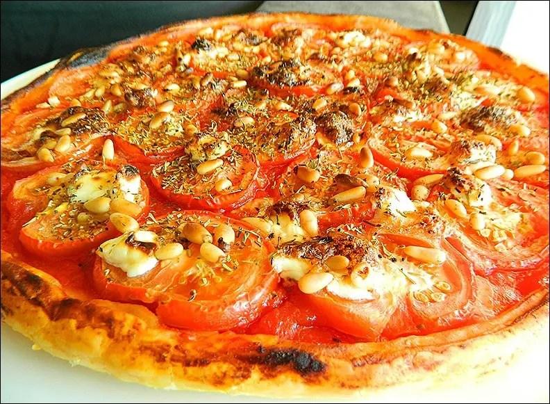 tarte fine tomates chèvre pignons et basilic