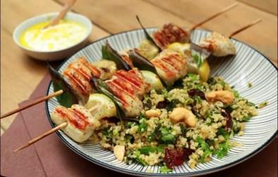 brochettes de poulet et taboulé aux fruits secs