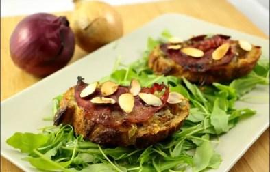 bruschetta aux oignons pancetta et amandes