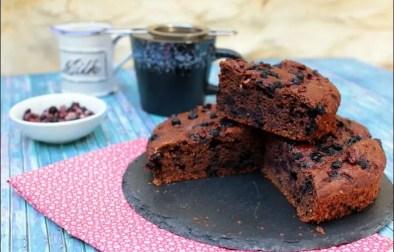 cake healthy et moelleux au chocolat et myrtilles