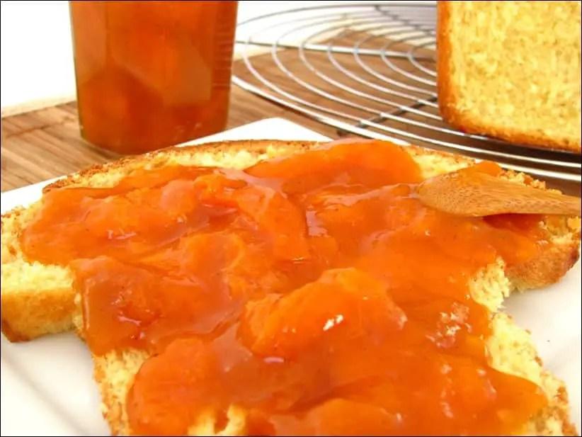 confiture d'abricots à la vanille et aux amandes grillées