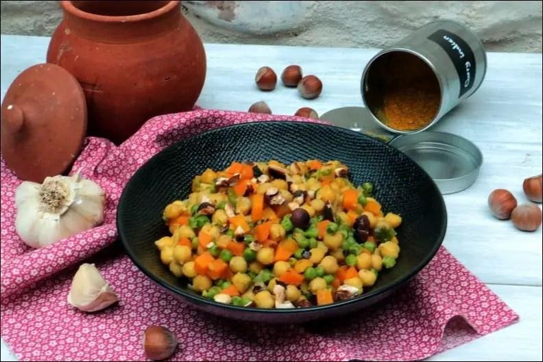 Curry de pois chiches aux petits pois et noisettes