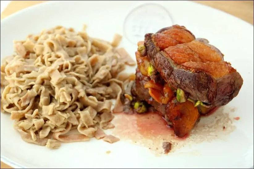 rôti de magret de canard aux abricots et pistaches