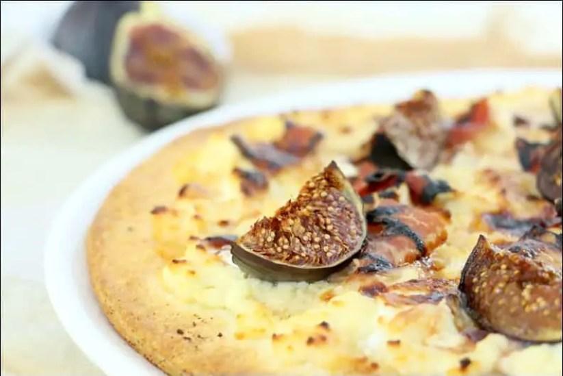 pizza à la figue chèvre et oignons caramélisés