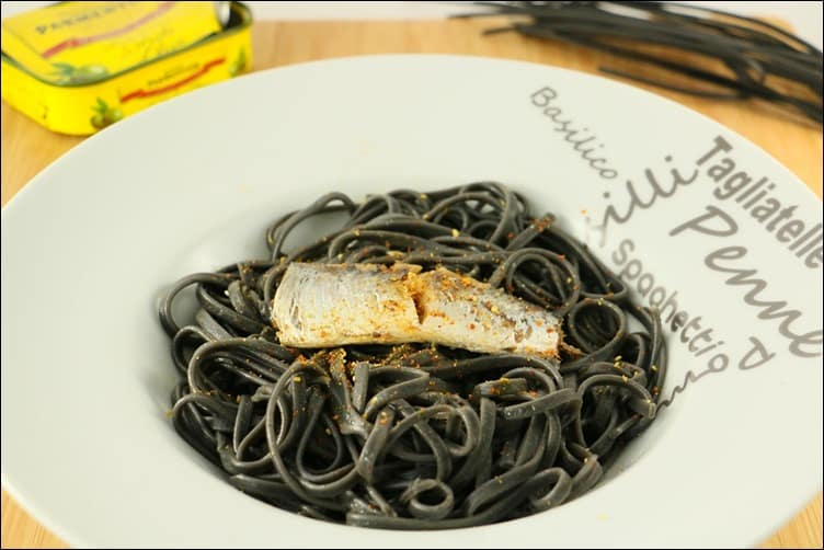 pâtes encre seiche sardine huile