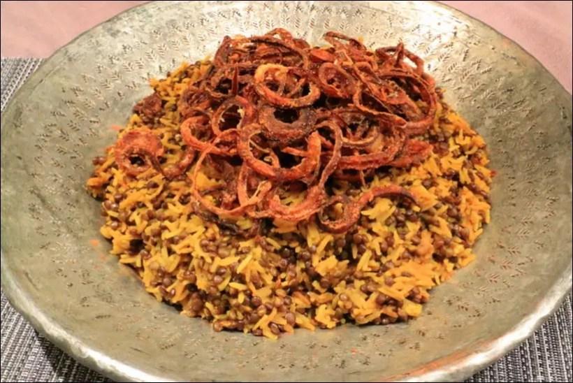 riz aux lentilles et oignons frits