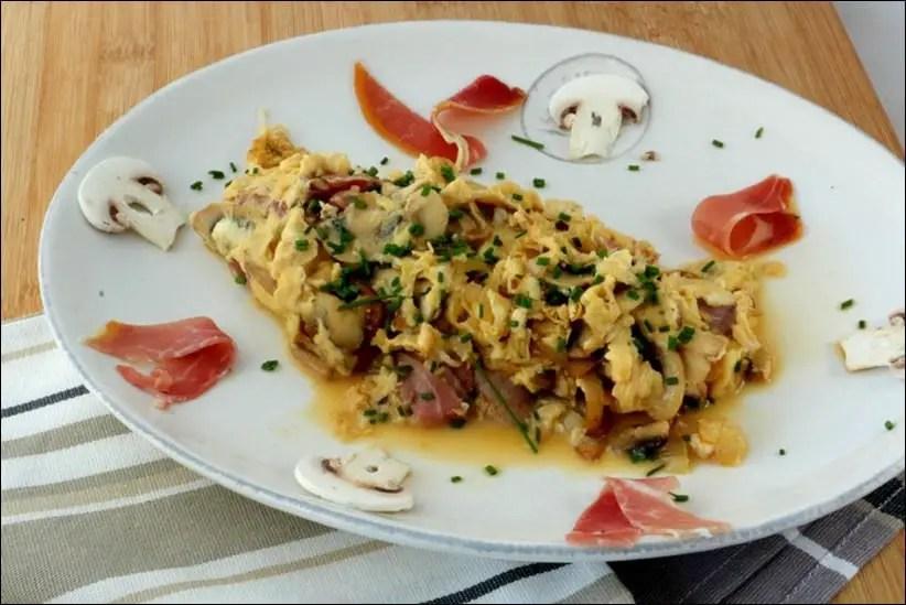 omelette brouillée au jambon et champignons