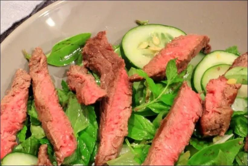 salade boeuf concombre basilic