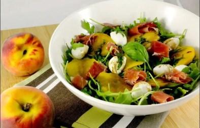 salade caprese de pêches et jambon de Parme de Jamie Oliver